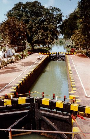 India Themes: Roads, Navigation Canals, Railroads, Telephones picture 18