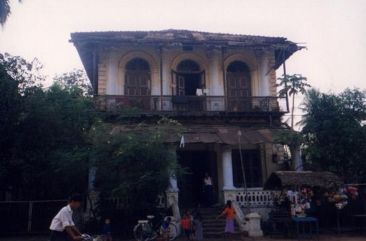 Burma / Myanmar: Moulmein 3: Colonial Houses picture 4