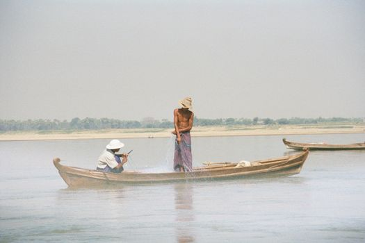 Burma / Myanmar: The Irrawaddy picture 3