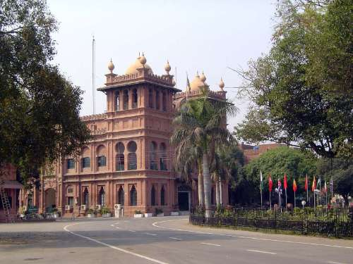 Pakistan: Lahore: British picture 8