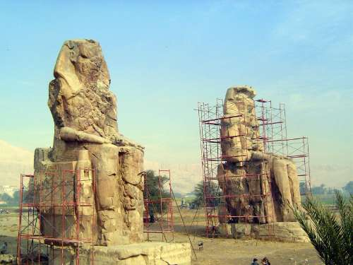 Egypt: Medinet Habu picture 5