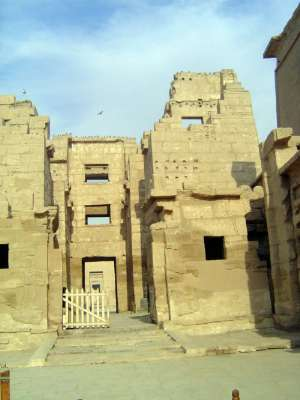 Egypt: Medinet Habu picture 8