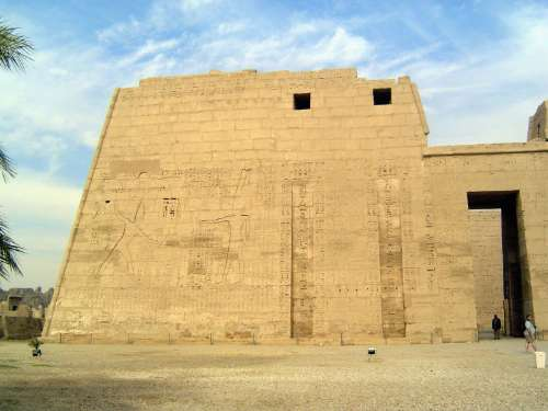 Egypt: Medinet Habu picture 16