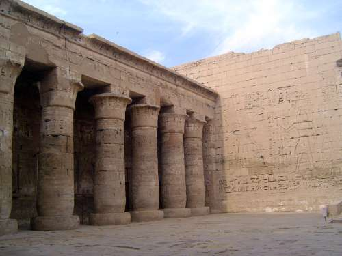 Egypt: Medinet Habu picture 18