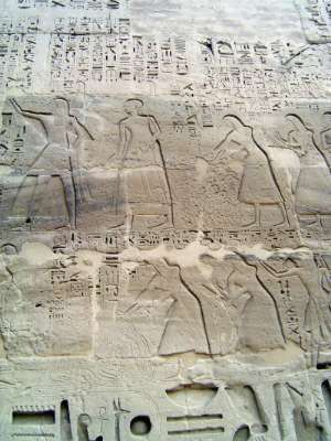 Egypt: Medinet Habu picture 27