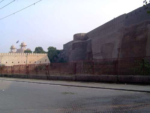 Pakistan: Lahore Fort picture 2